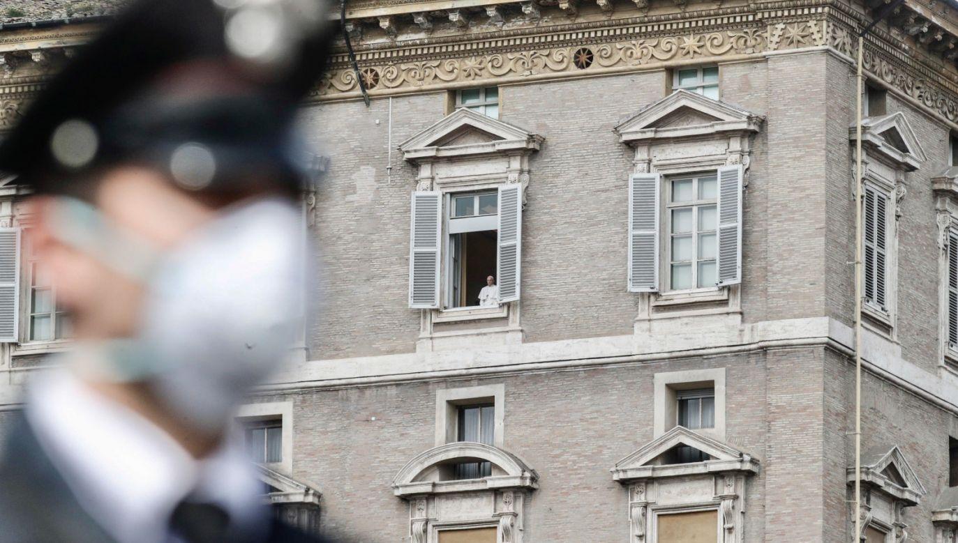 Według mediów papież Franciszek został zbadany dwa razy (fot. PAP/EPA/GIUSEPPE LAMI)
