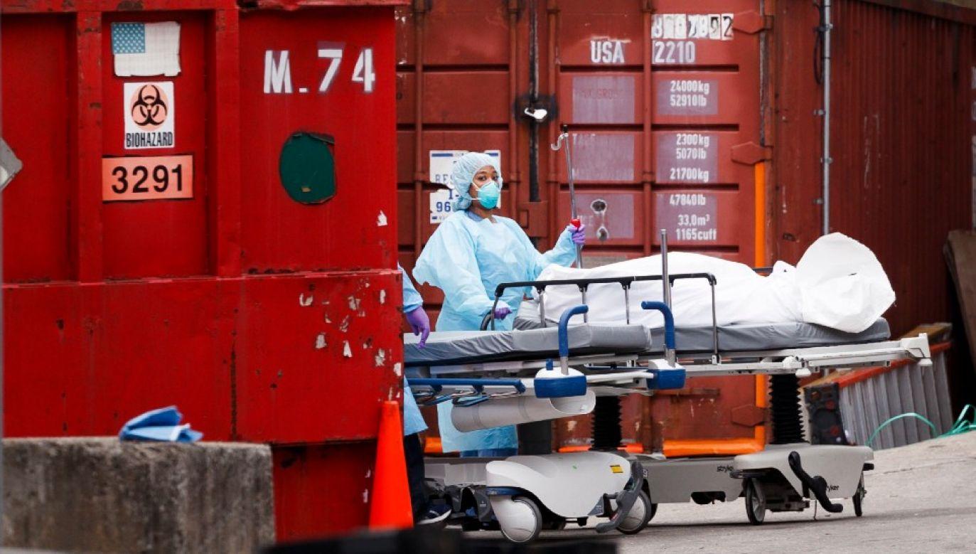 W USA gwałtownie przybywa ofiar koronawirusa (fot. PAP/EPA/JUSTIN LANE)