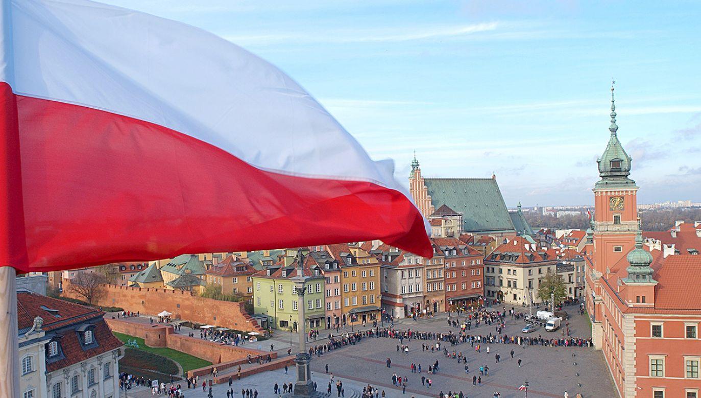"""Charlotte d'Ornellas wskazuje, że Polska """"nie chce zrezygnować z suwerenności"""" (fot. Shutterstock)"""