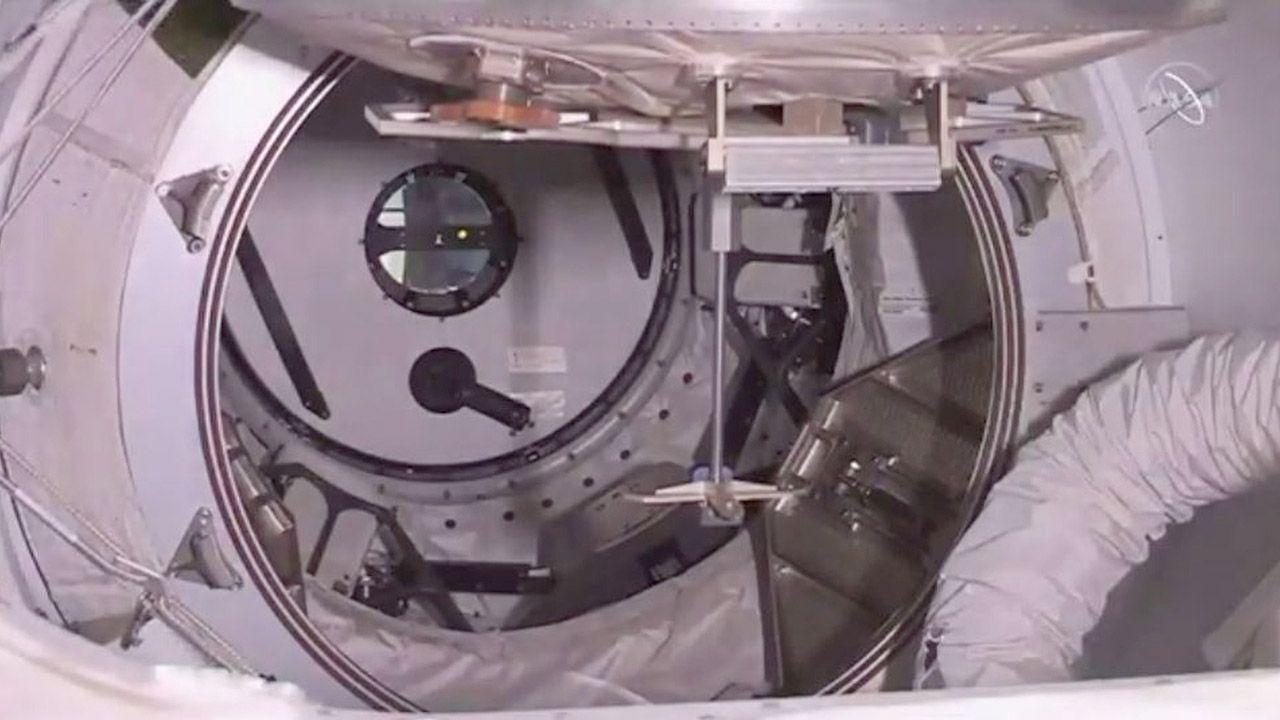 SpaceX zapewnia, że załogowa kapsuła jest najbezpieczniejszym pojazdem kosmicznym, jaki do tej pory powstał (fot. PAP/ EPA/NASA TV HANDOUT)