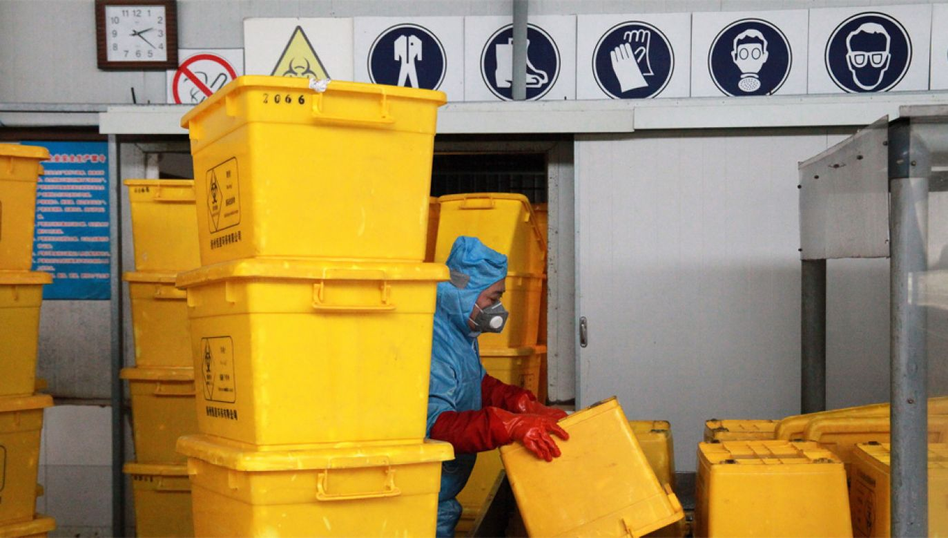 Wśród zakażonych są również pracownicy służby zdrowia (fot. PAP/EPA/STRINGER)