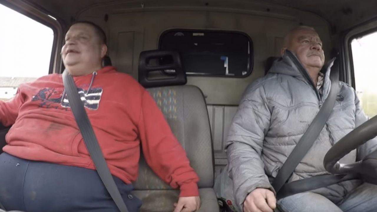 """Marek """"Krzykacz"""" Pawłowski i """"Siwy Edek"""", czyli Edward Kaliński, jeździli razem po całej Polsce (fot. yt/ Discovery Channel Polska)"""