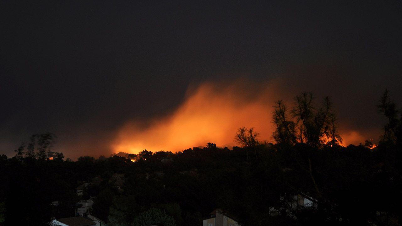 W Kirenii w północnej części Cypru doszło do licznych eksplozji (fot. PAP/EPA/STR)