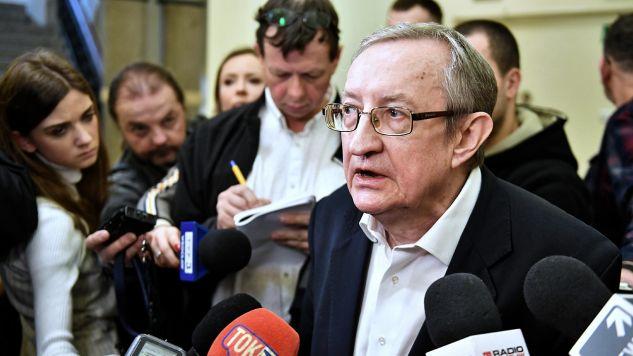 Rok i sześć miesięcy bezwzględnego więzienia – taki wyrok usłyszał we wrocławskim sądzie Józef Pinior (fot. PAP/Maciej Kulczyński)