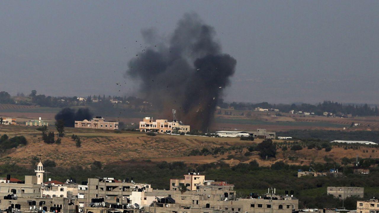 Izraelskie lotnictwo odpowiedziało na palestyński atak rakietowy (fot Majdi Fathi/NurPhoto via Getty Images)