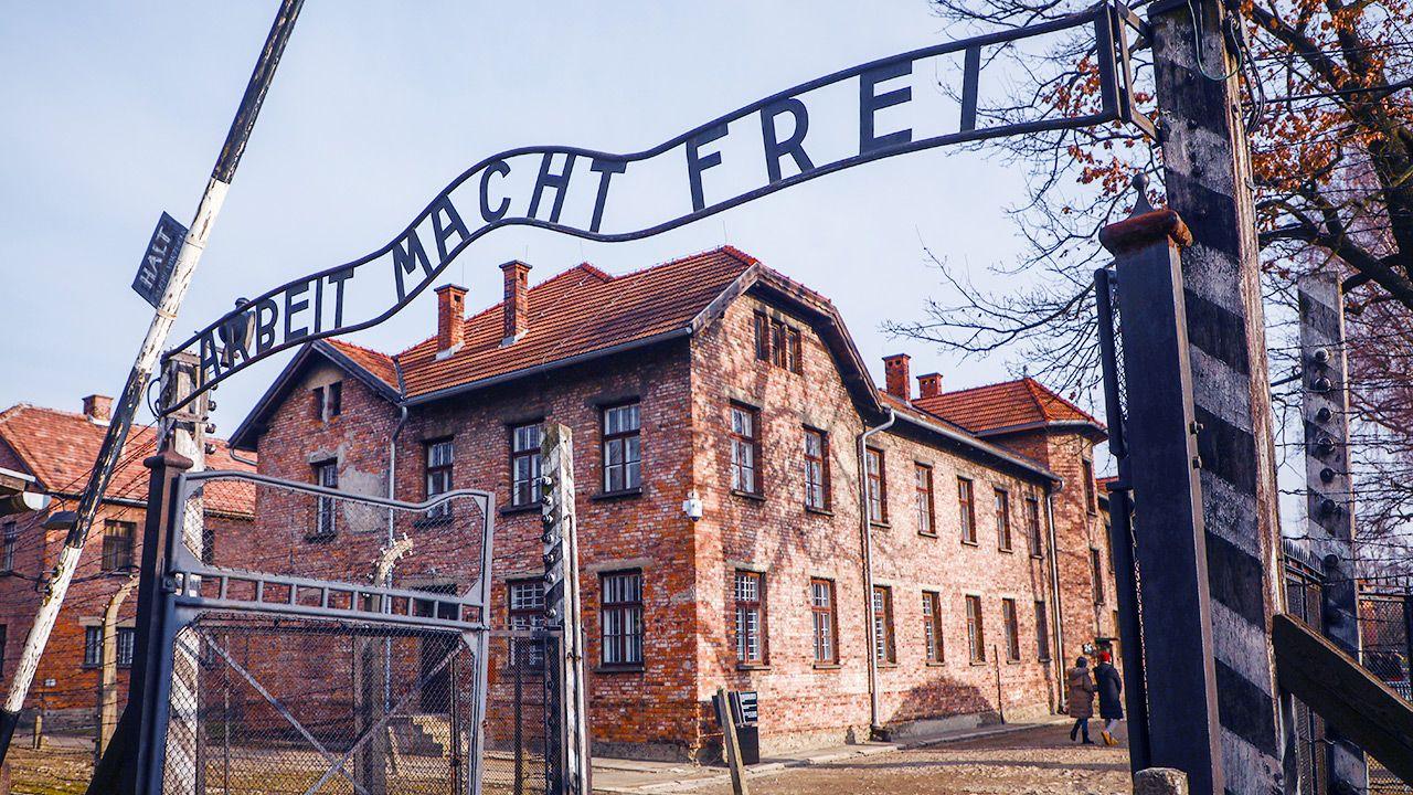 """Zgodnie z decyzją UNESCO należy mówić o """"niemieckim nazistowskim obozie koncentracyjnym i zagłady"""" (fot. Beata Zawrzel/NurPhoto via Getty Images)"""
