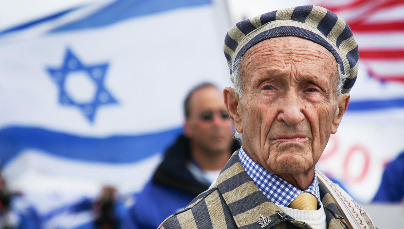 """""""Nie wolno nam zapomnieć. Jeśli byśmy zapomnieli, to tak, jakbyśmy zabili tych ludzi jeszcze raz"""" (fot. Beata Zawrzel/NurPhoto via Getty Images)"""