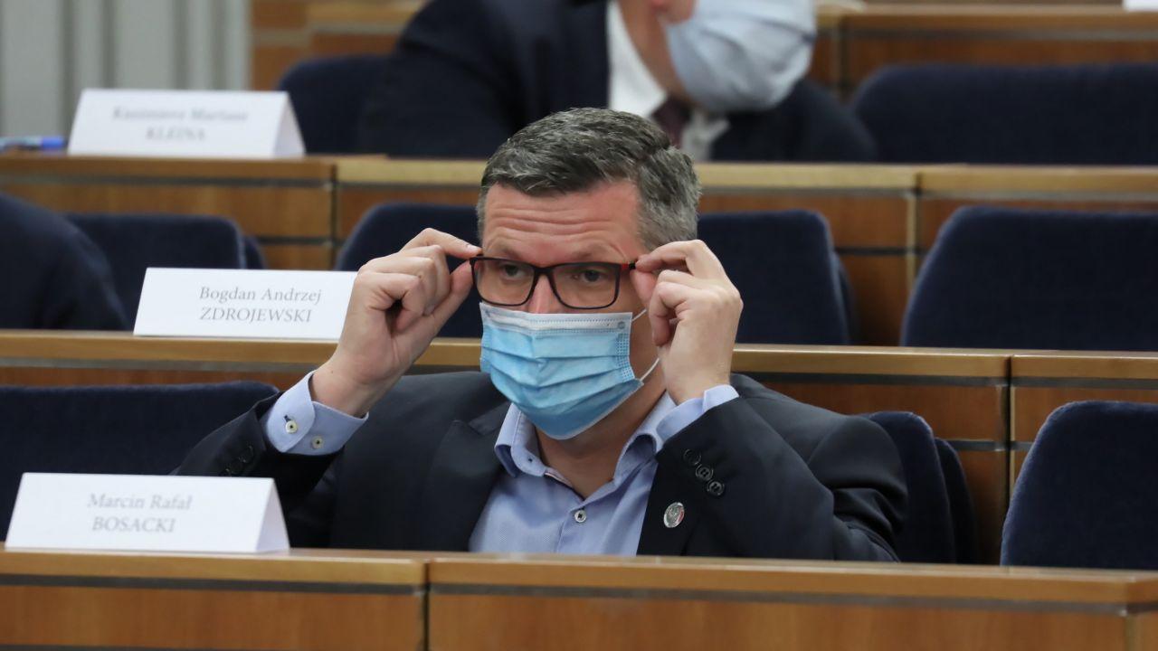 Koronawirus i obostrzenia. Senator PO Marcin Bosacki komentuje (PAP/Tomasz Gzell)