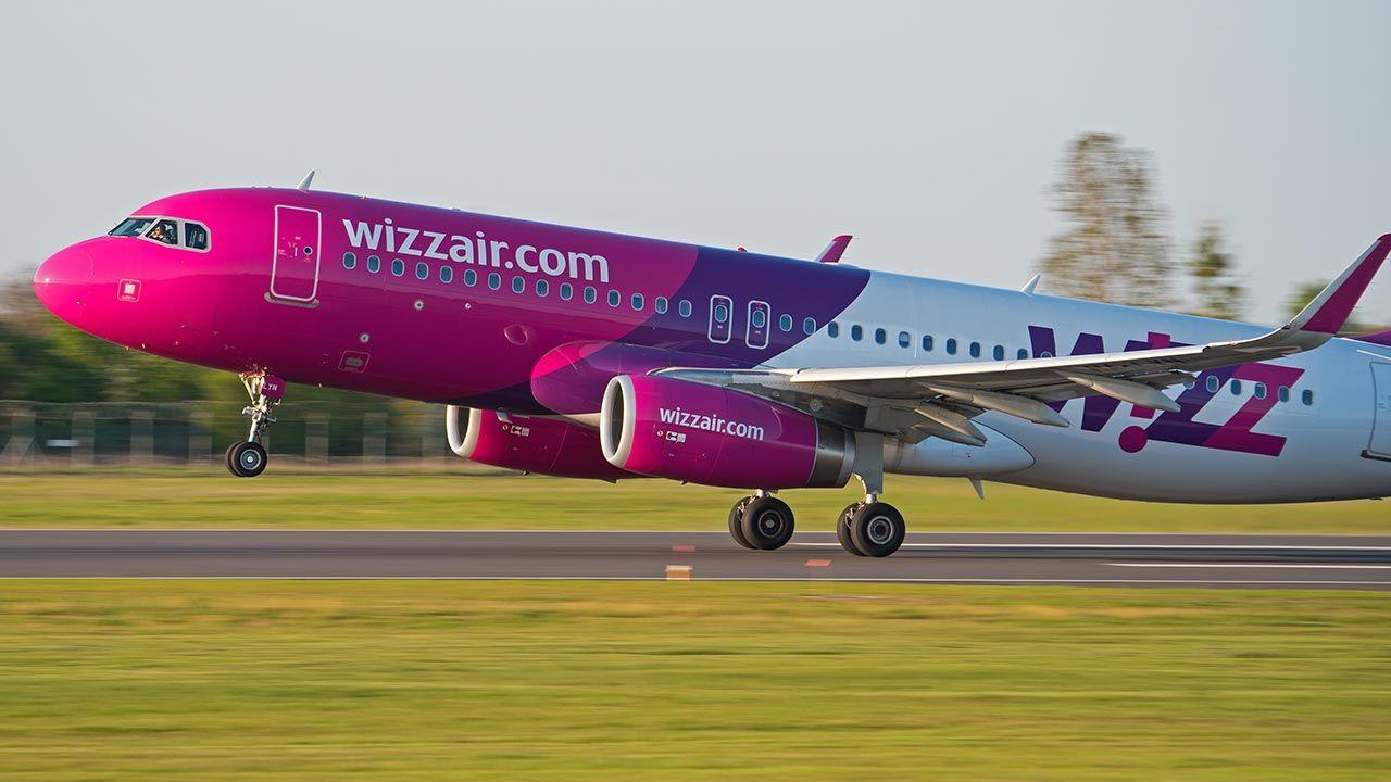 Wizz Air zawiesza wszystkie loty w polskiej siatce połączeń do 6 czerwca br. (fot. Shutterstock/Konwicki Marcin)