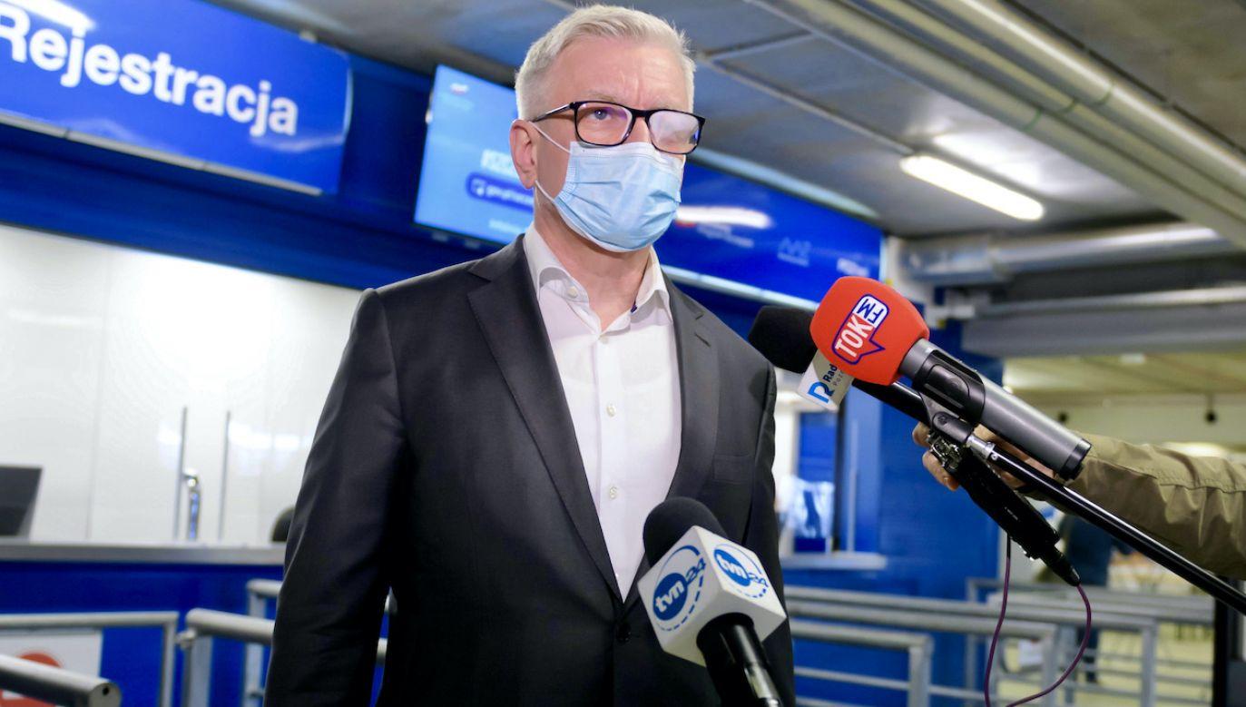 Jacek Jaśkowiak zaszczepił się preparatem AstraZeneca (fot. PAP/Jakub Kaczmarczyk)
