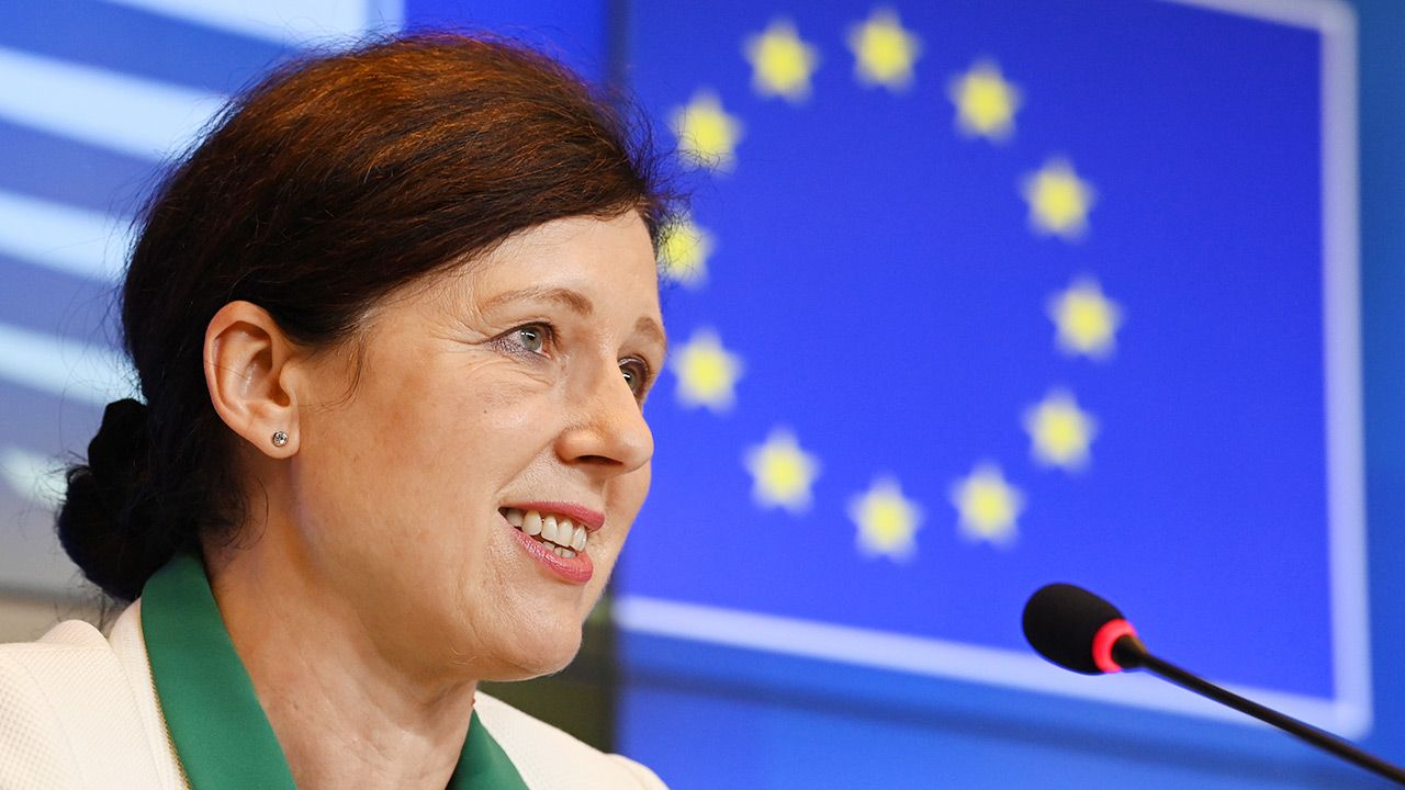 Również KE musi działać zgodnie z zasadami praworządności – mówi Viera Jourova (fot. PAP/EPA/JOHN THYS / POOL)