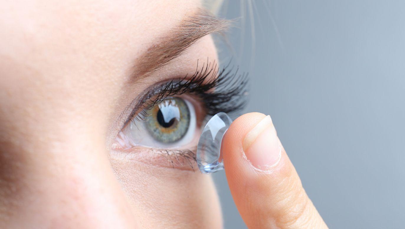 Szkła mogą m.in. monitorować stan oka (fot. Shutterstock/Africa Studio)