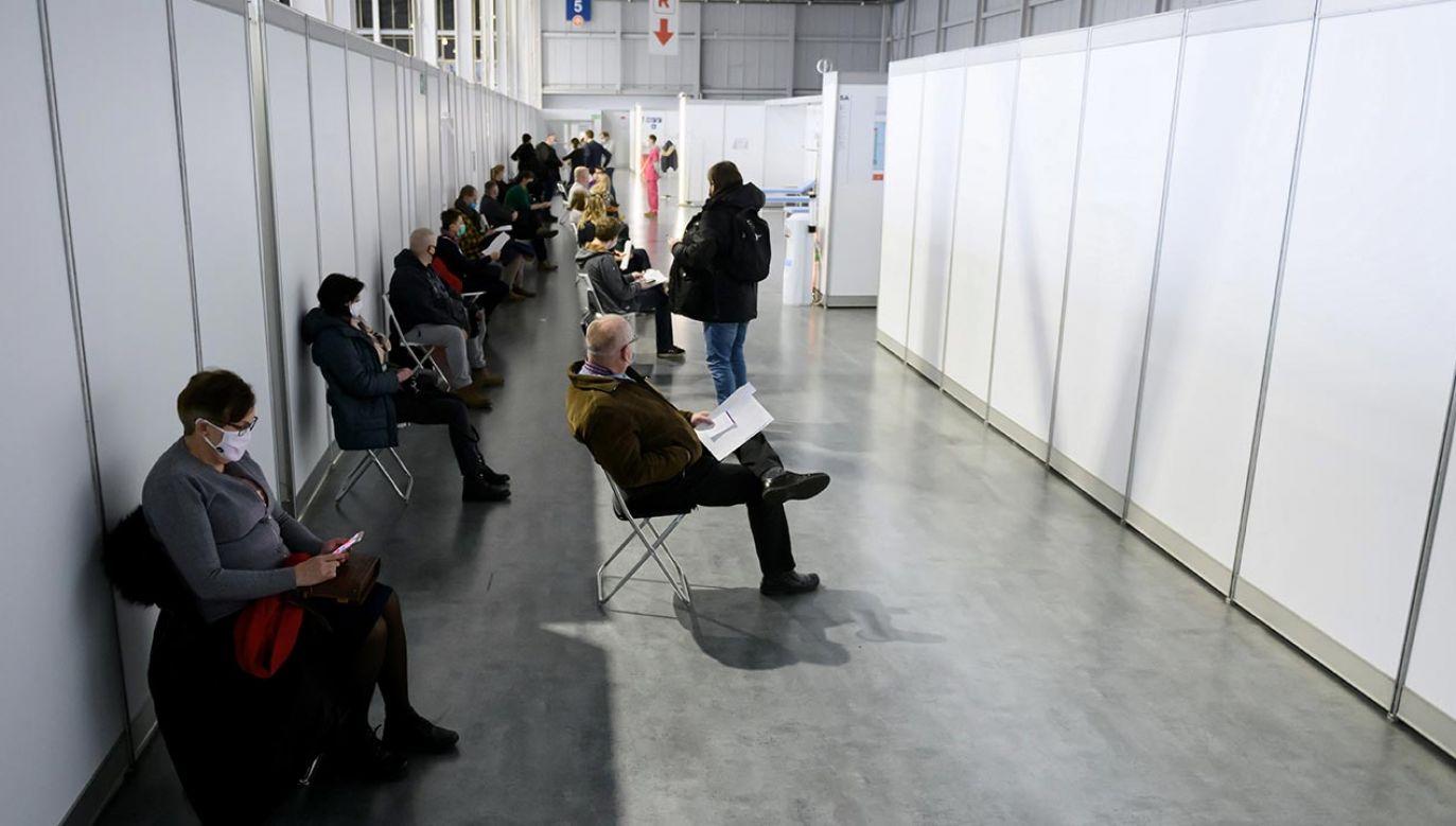 W przyszłym tygodniu zaszczepi się 330 tys. osób (fot. PAP/Jakub Kaczmarczyk)