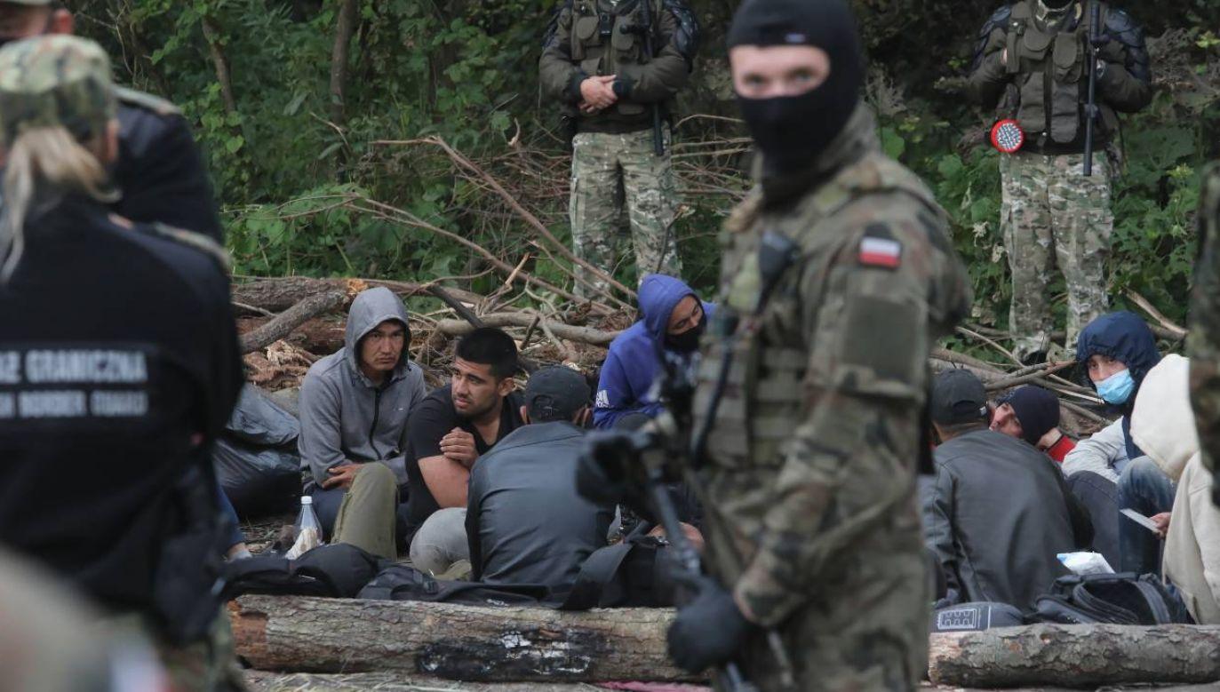 Kryzys migracyjny jest na rękę reżimowi w Mińsku (fot. PAP/Artur Reszko)