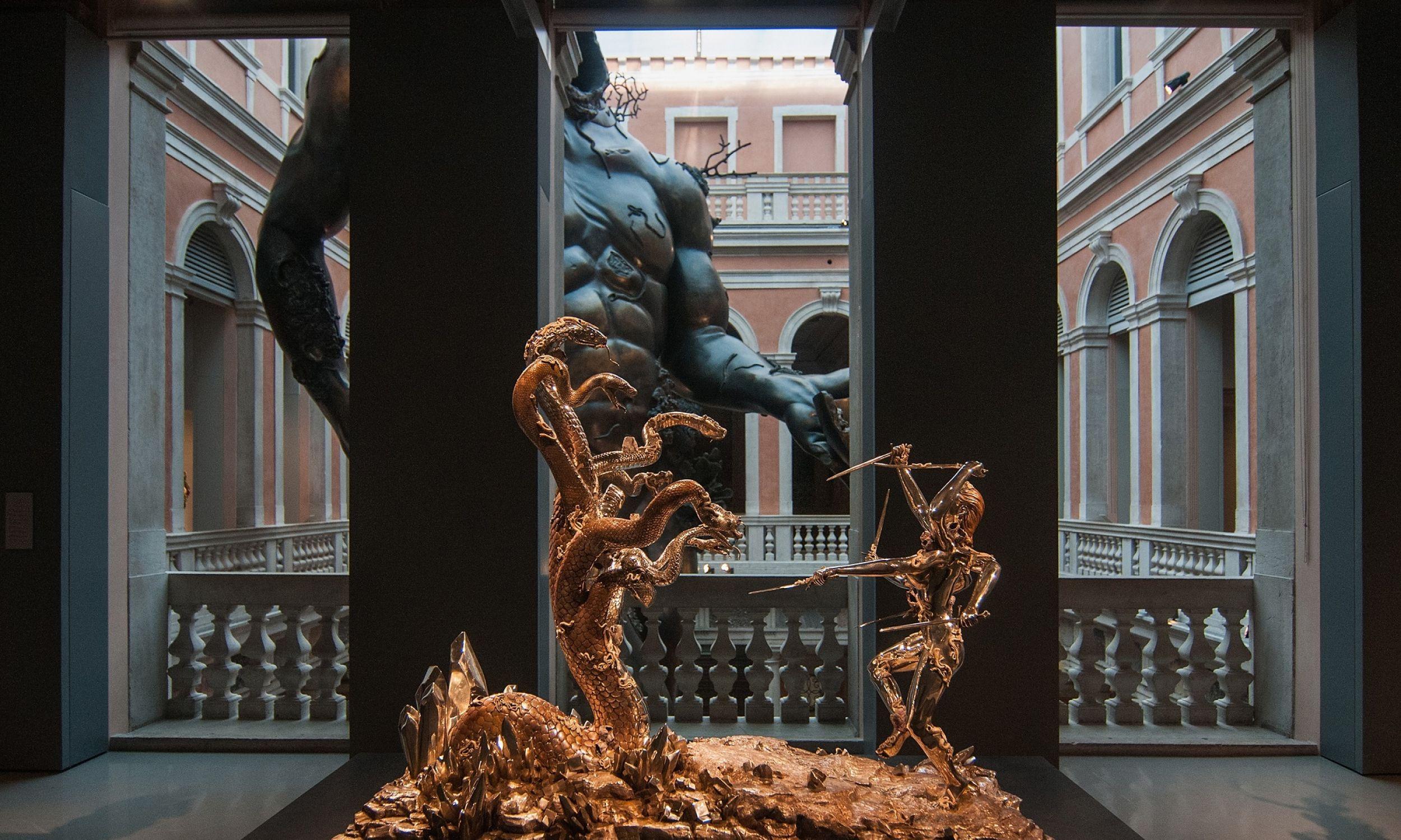 """Fałszywe """"Skarby z zatopionego statku"""" pokazano przed 3 laty na Biennale Sztuki w Wenecji. Fot. Awakening/Getty Images."""