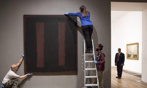 """Black On Maroon"" Marka Rothko z 1958 roku w galerii Tate w Londynie.  Fot. Rob Stothard/Getty Images"