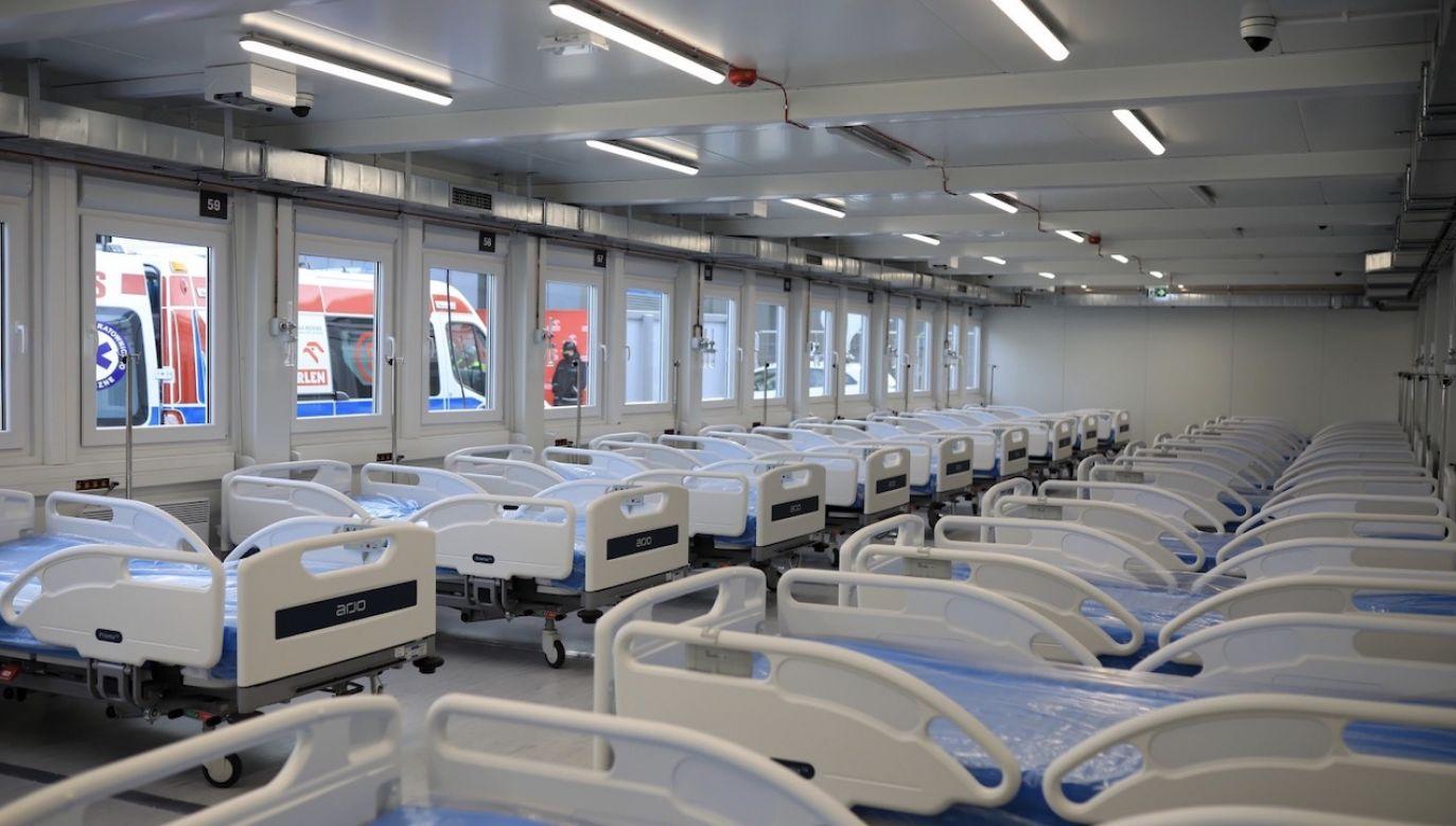 Szpital powstał od zera, zbudowano go z 200 modułów (fot. PAP/Szymon Łabiński)