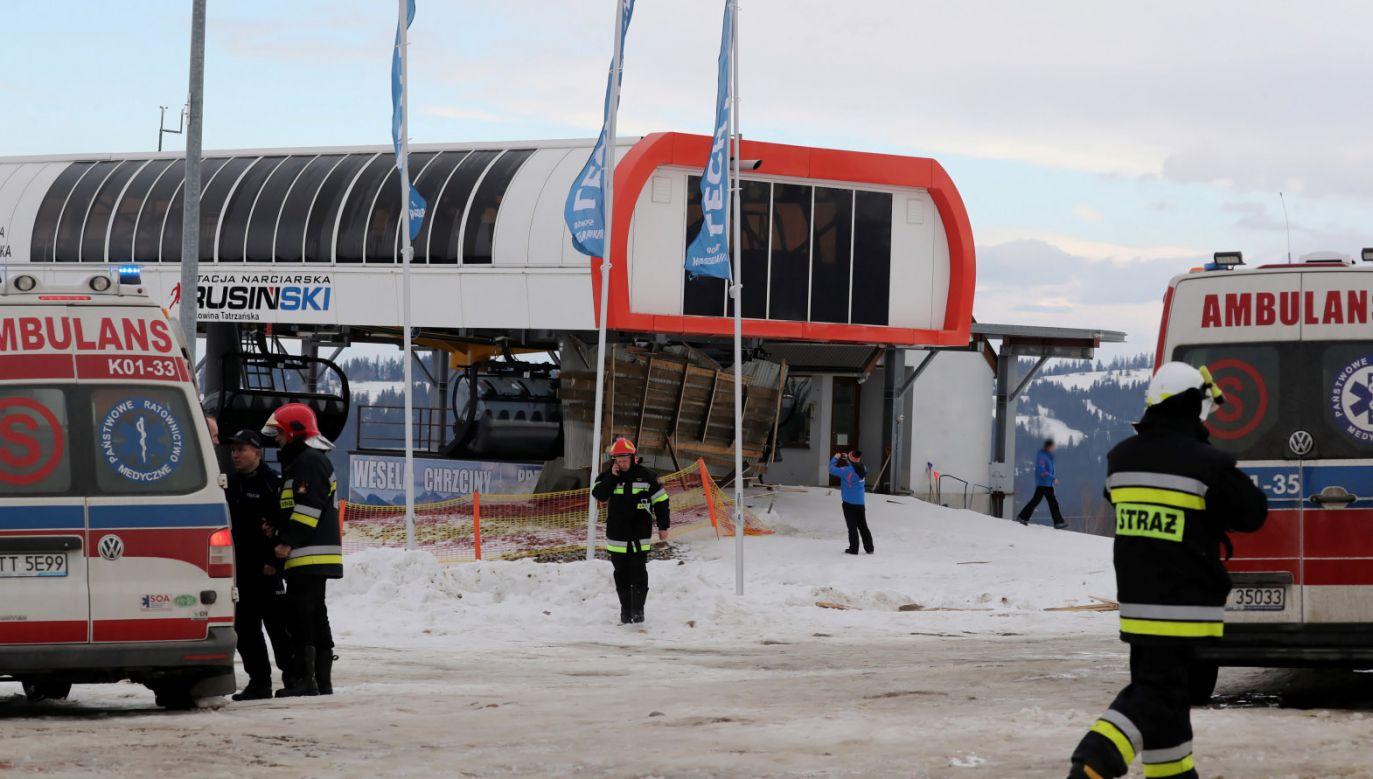 Na Rusińskim Wierchu zerwany przez wiatr dach przygniótł cztery osoby (fot. PAP/Grzegorz Momot)