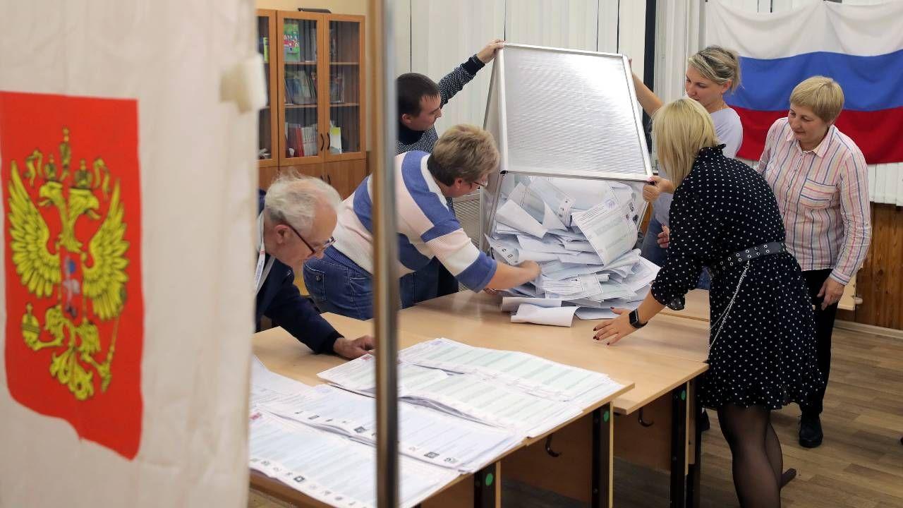 Obserwatorzy donoszą o nieprawidłowościach (fot. EPA/MAXIM SHIPENKOV)