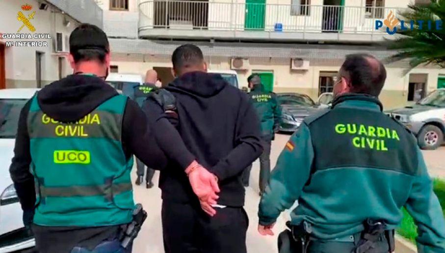 Młody mężczyzna czeka na ekstradycję do Holandii, gdzie skazano go zaocznie na 11 lat więzienia (fot. Guardia Civil)