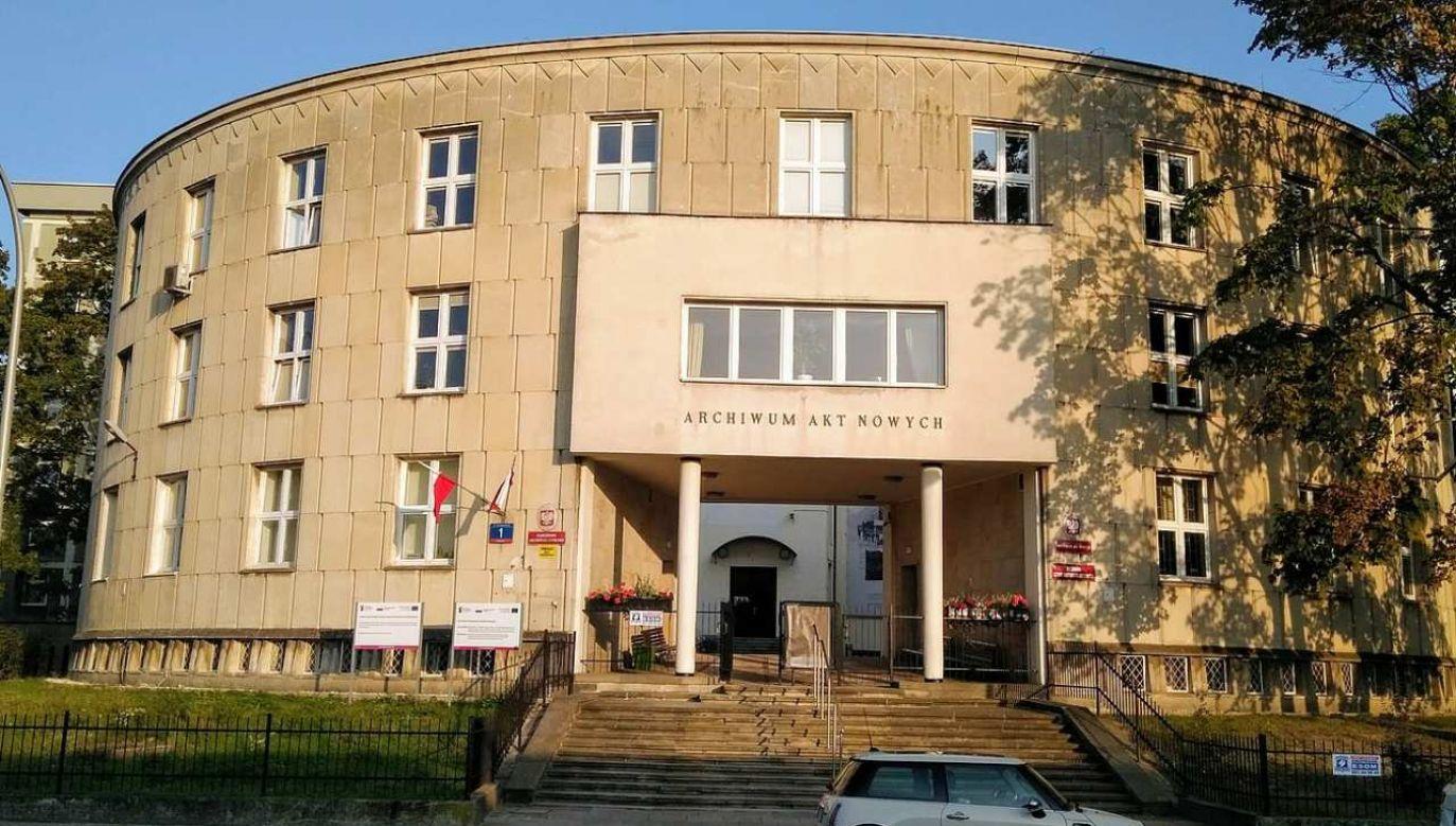 Dokumenty w Archiwum Akt Nowych będą prezentowane od 12:00 do 16:00 (fot. Wikimedia Commons/H.Rabiega)