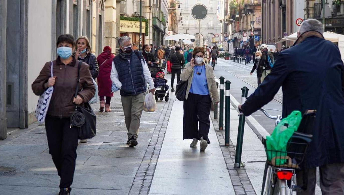 Włochy zmagają się z drugą falą zakażeń (fot. PAP/EPA/JESSICA PASQUALON)