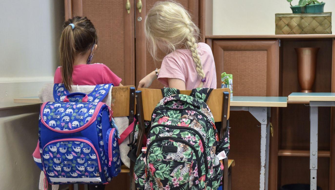 18 stycznia po feriach zimowych mają wrócić do szkół uczniowie klas I-III szkół podstawowych (fot. PAP/Wojtek Jargiło)