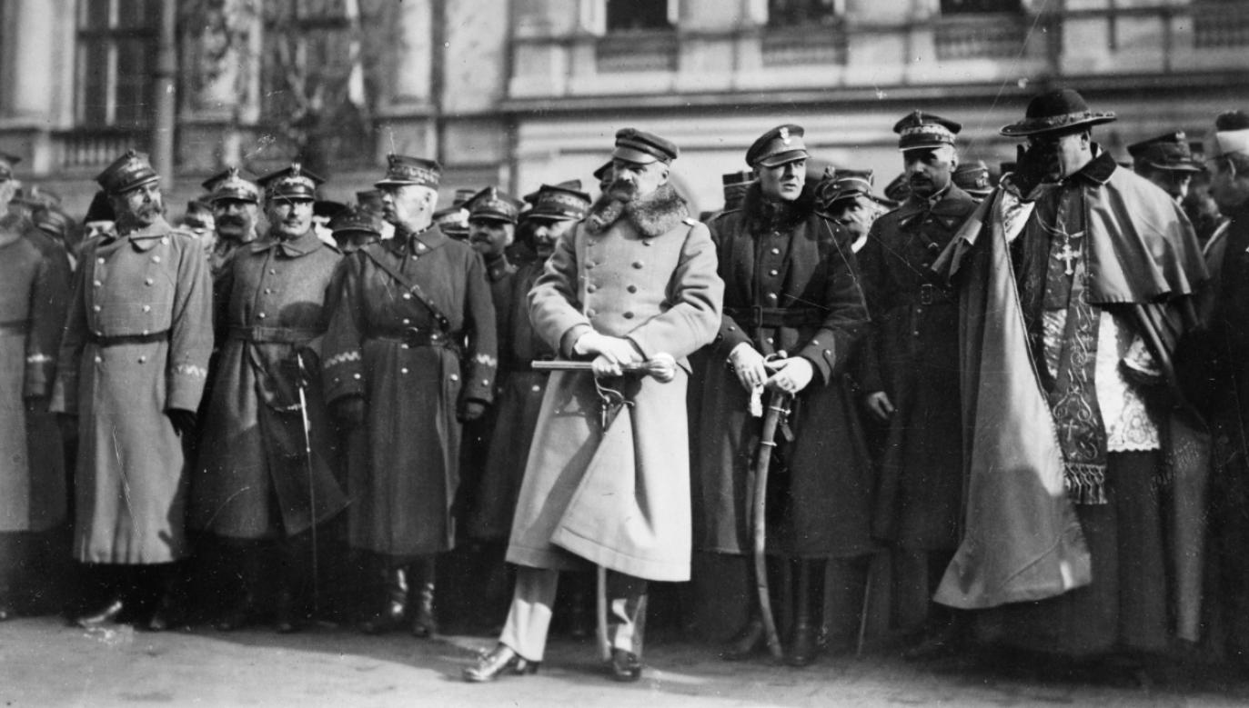 Uroczystość wręczenia buławy marszałkowskiej Józefowi Piłsudskiemu (fot. NAC)