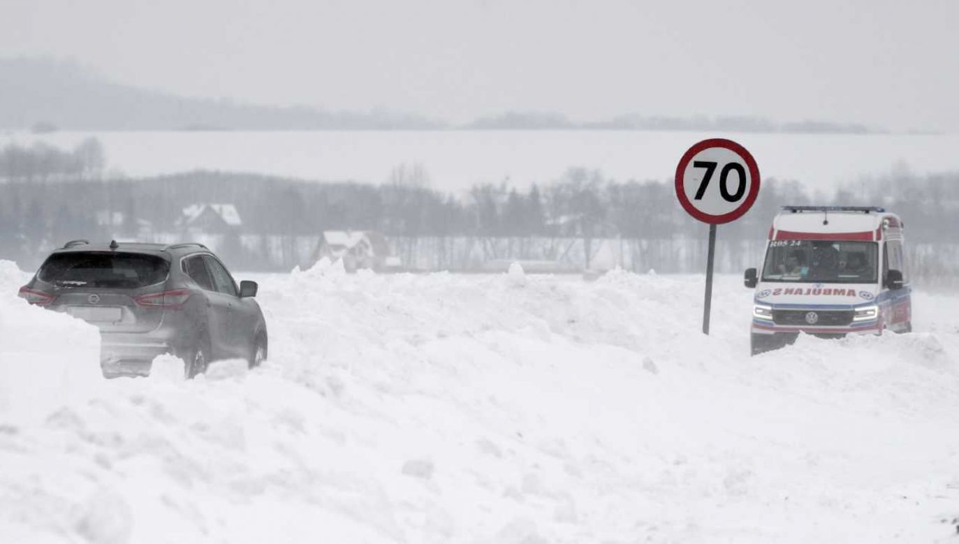 Warunki na drogach są trudne (fot. PAP/Darek Delmanowicz)