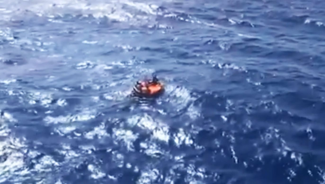 Siły powietrzne uratowały rybaków w okolicach Madery (fot. Força Aérea (Portuguese Air Force))