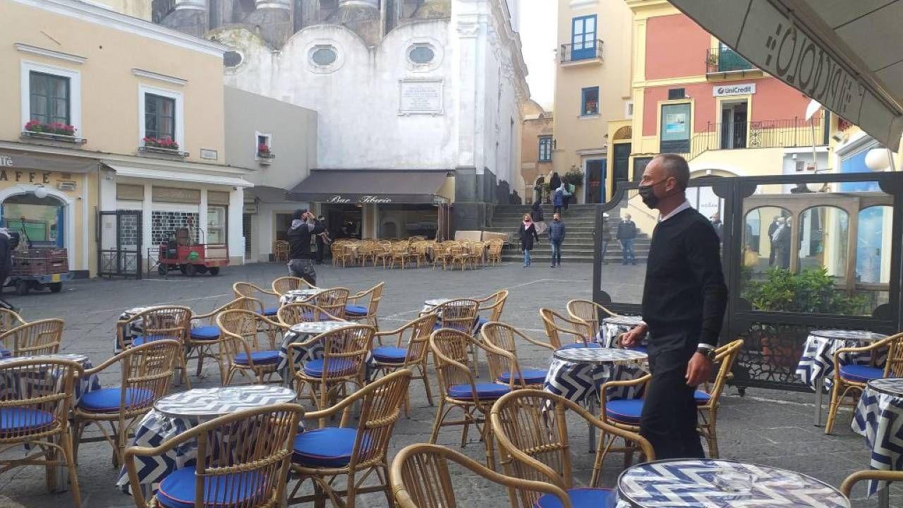 Podstawą gospodarki Capri jest turystyka (fot. PAP/EPA/GIUSEPPE CATUOGNO)