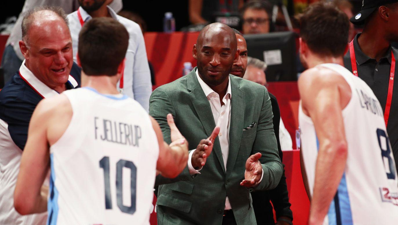 Kobe Bryant przed półfinałowym meczem Argentyna - Francja (fot. PAP/EPA/HOW HWEE YOUNG)
