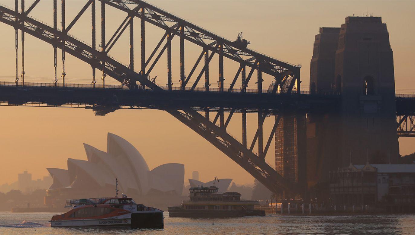 Pięciomilionowe Sydney jest spowite dymem (fot. PAP/EPA/STEVEN SAPHORE)