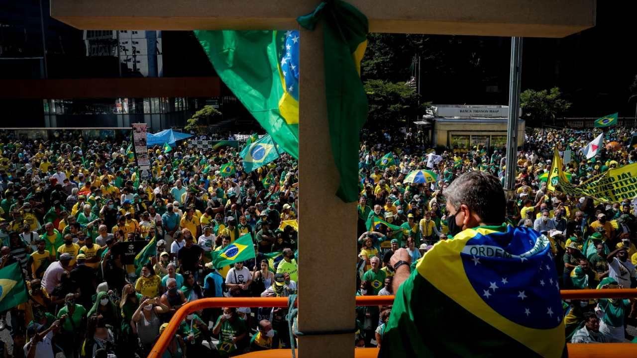 Wiec poparcia dla brazylijskiego prezydenta Jaira Bolsonaro  podczas Święta Pracy (fot. PAP/EPA / FERNANDO BIZERRA JR)