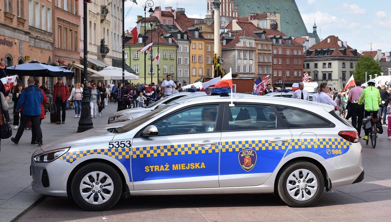 Strażnicy miejscy odgrażają się Trzaskowskiemu strajkiem (fot. Shutterstock/OleksSH, zdjęcie ilustracyjne)