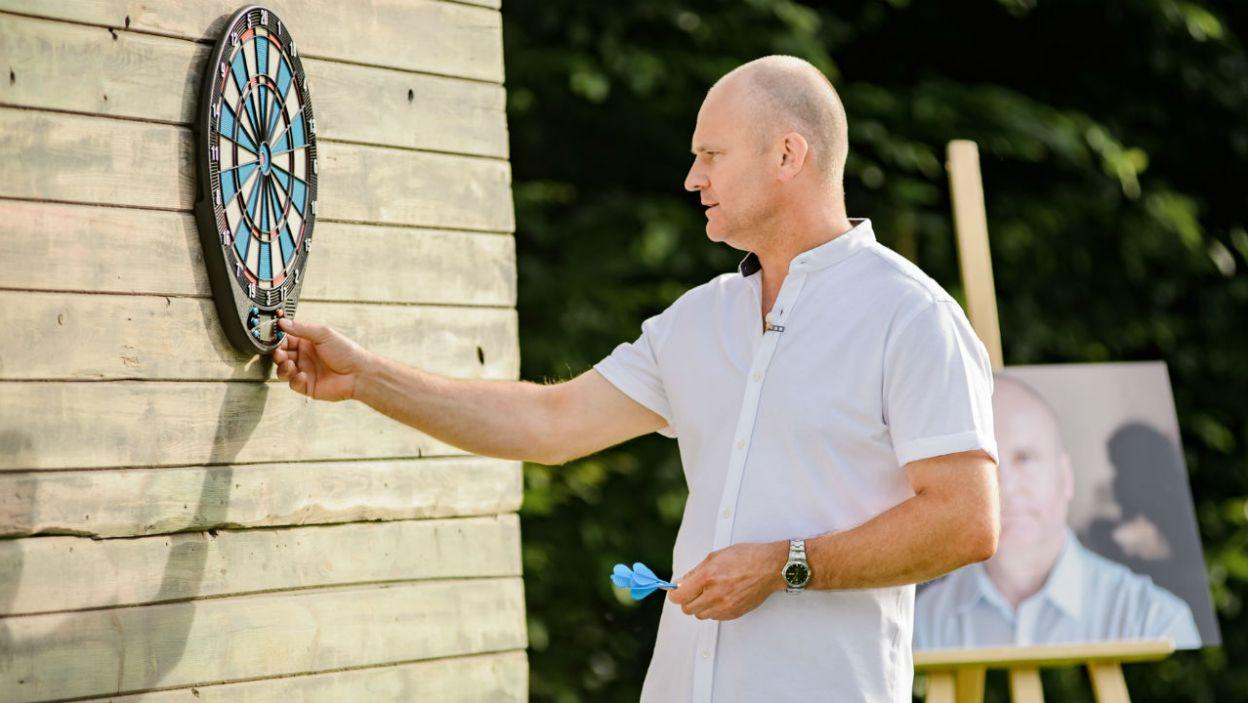 Waldemar uważnie sprawdzał wyniki (fot. P. Matey/TVP)