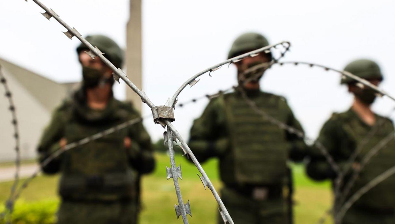 Informację o uwolnieniu niektórych dziennikarzy podały niezależne media (fot. Shutterstock/Andrew Makedonski)