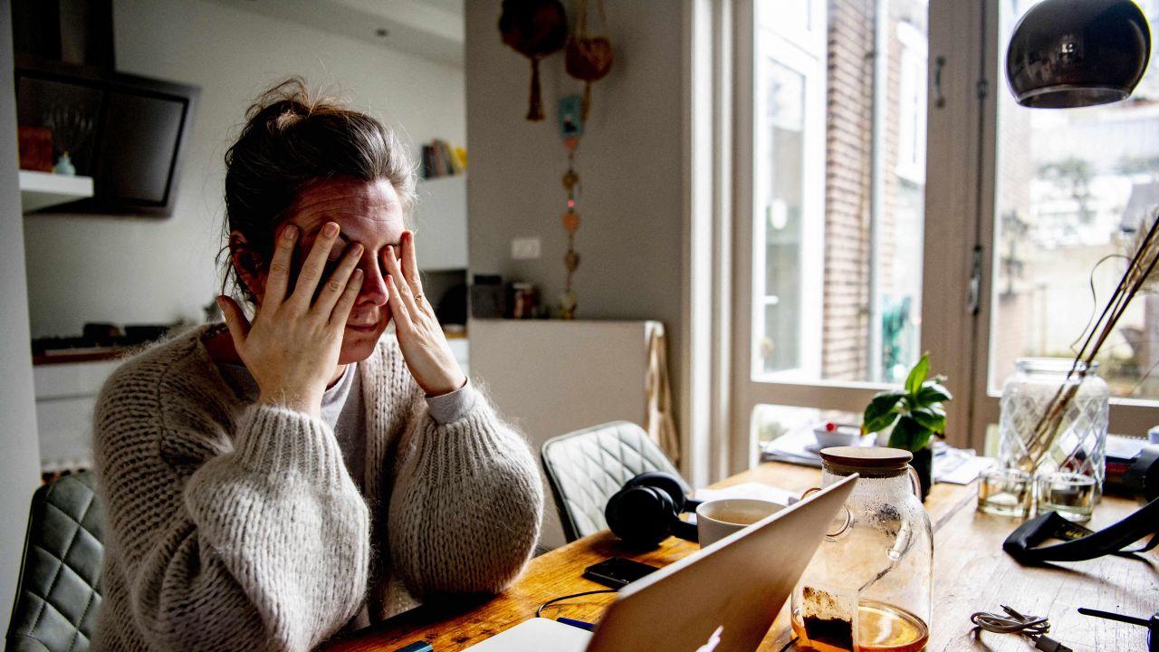 Zdrowiu szkodzi nie tyle Internet, co czas spędzony przed komputerem (fot. Utrecht Robin/ABACA)