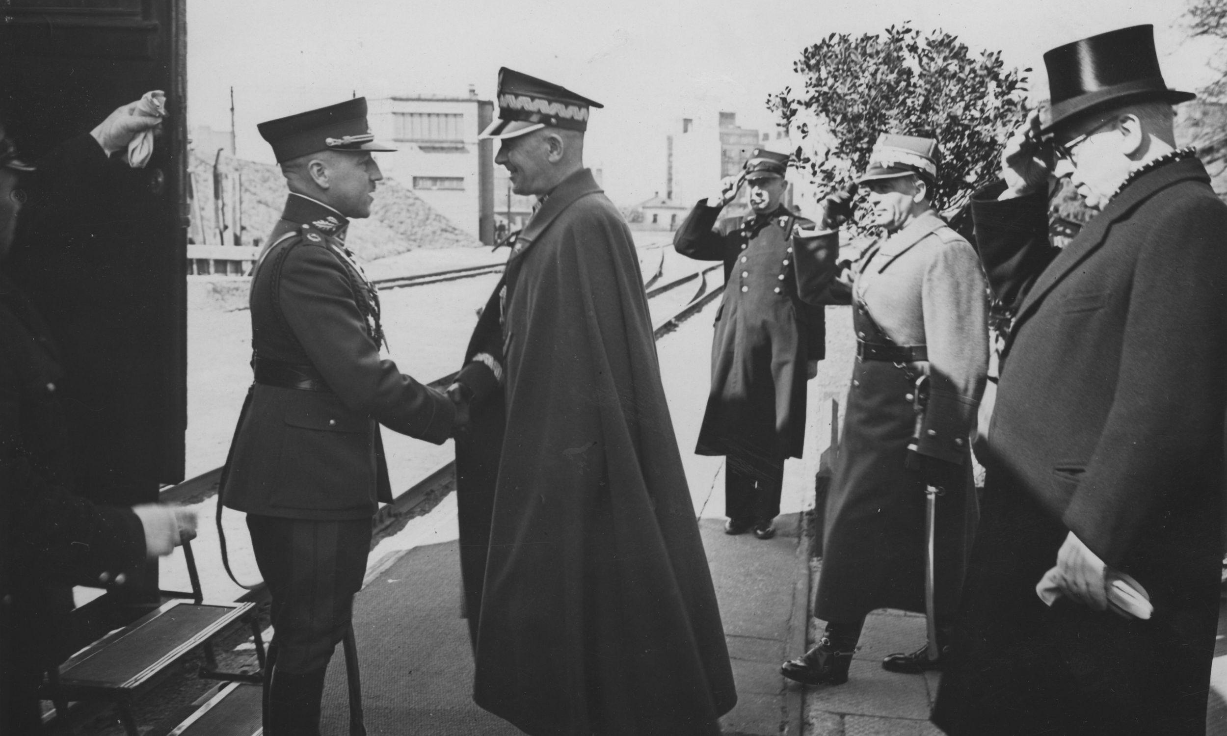 Już powitanie w Warszawie gen.Stasys Rastikis miał królewskie. Na Dworzec Wschodni pofatygował się marszałek Edward Śmigły Rydz. Fot. NAC/IKC