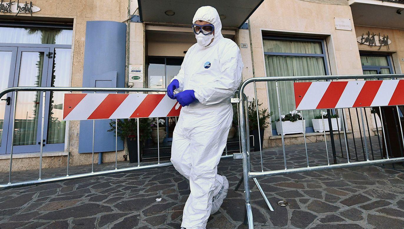 W ciągu najbliższych kilkudziesięciu godzin będziemy mieli kolejne 30 tys. testów na koronawirusa – zapewnił szef KPRM (fot. PAP/EPA/LUCA ZENNARO)