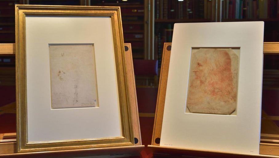 Rysunki z Kolekcji Królewskiej: szkic zidentyfikowany ostatnio jako portret Leonarda, wykonany za jego życia przez asystenta (L) oraz jedyny znany dotąd wizerunek mistrza, niebędący autoportretem i wykonany za jego życia; jego autorem jest uczeń Vinciego – Francesco Melzi (fot. PAP/EPA/ROYAL COLLECTION TRUST / © Her Majesty Queen Elizabeth II)