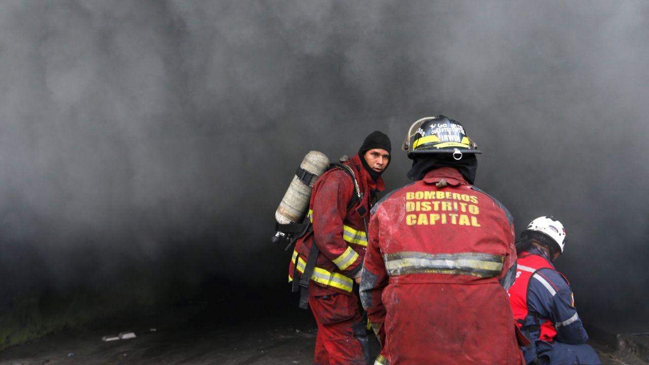Ogień trawiący ciężarówkę był tak wielki, że płomienie były widoczne z dalekiej odległości (fot. REUTERS/Andres Martinez Casare, zdjęcie ilustracyjne)