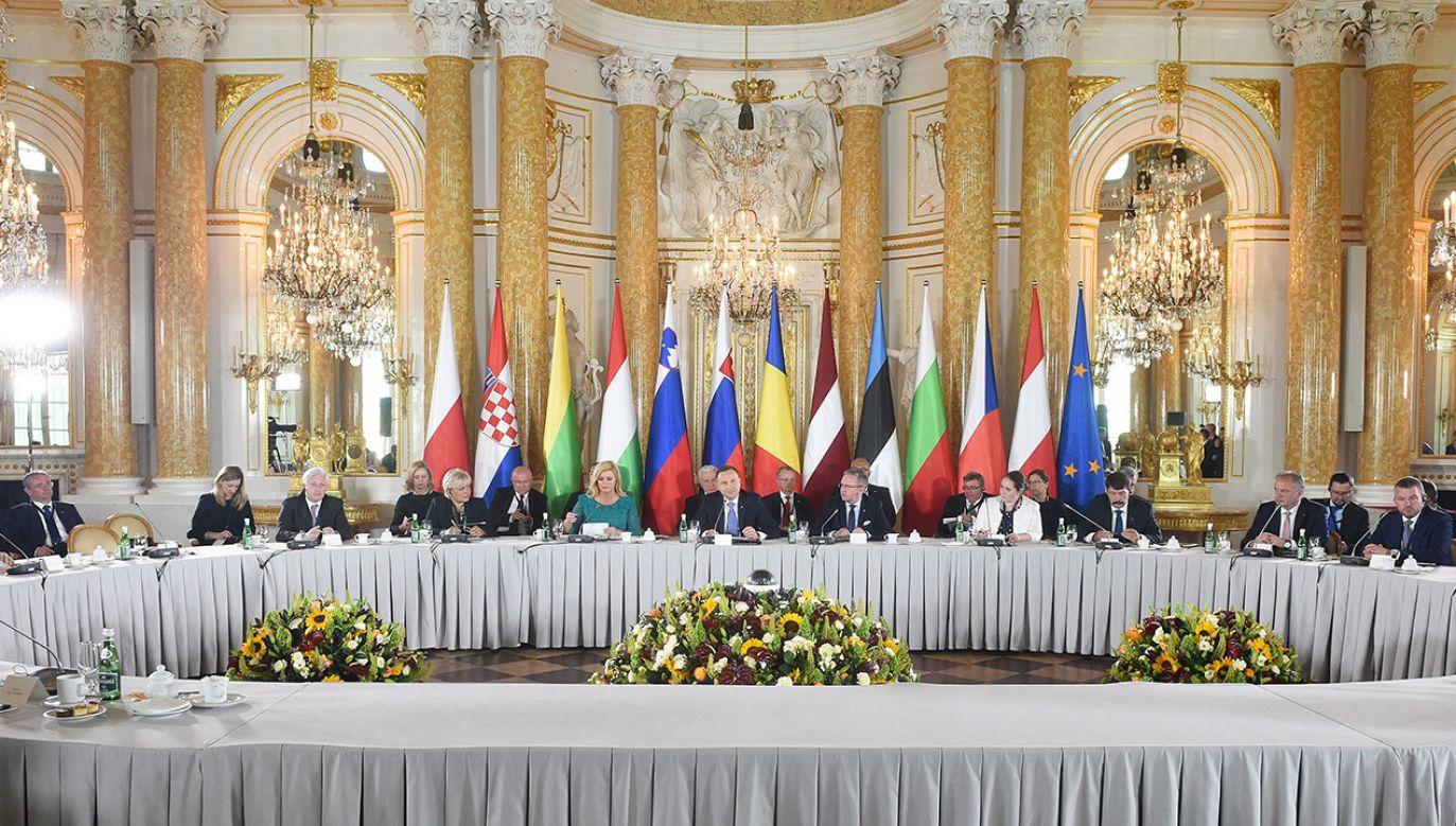 """Sesja gospodarcza """"Infrastruktura, transport, energetyka"""" na Szczycie Inicjatywy Trójmorza w Warszawie (fot. arch. PAP/Radek Pietruszka)"""