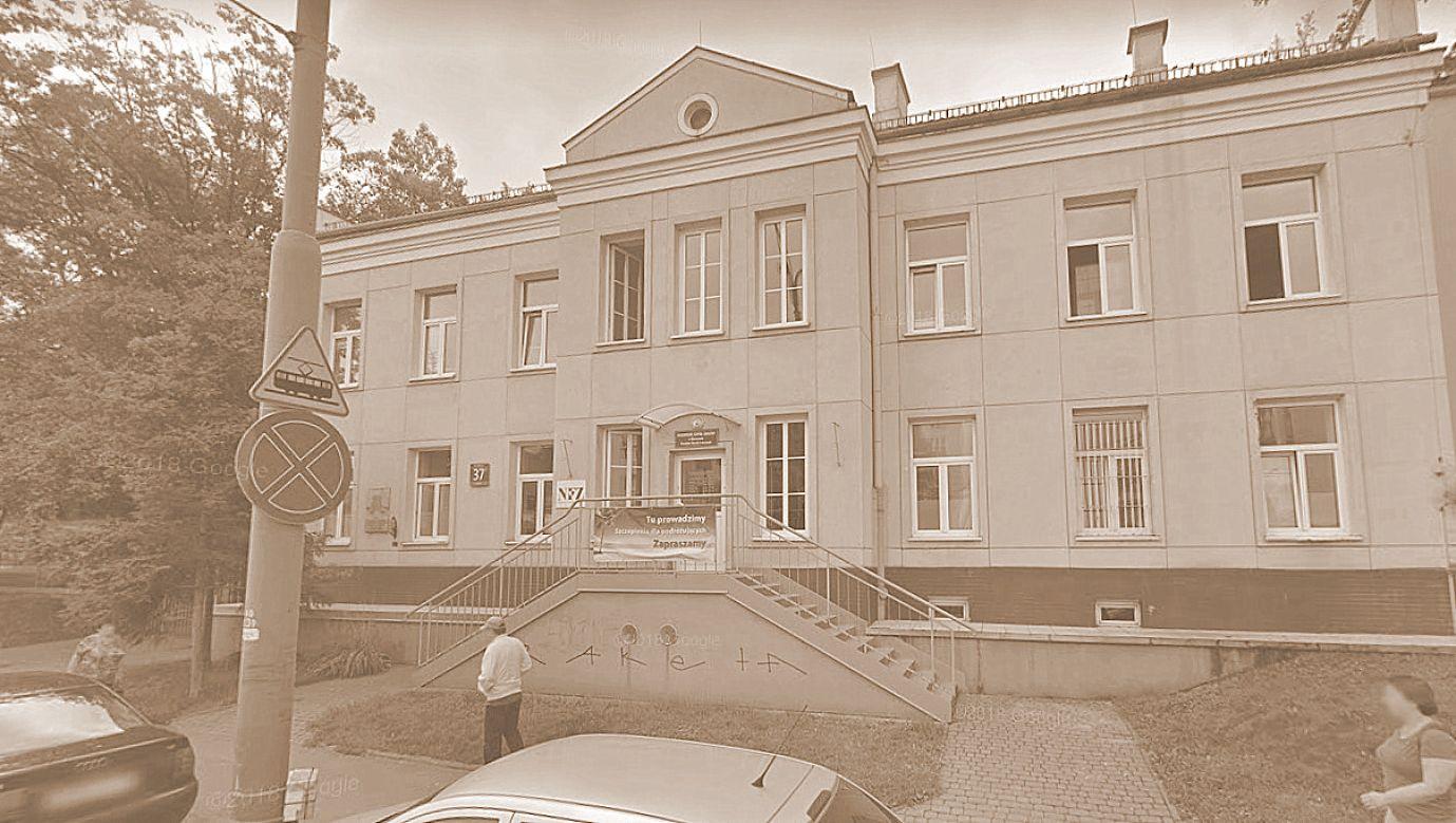 Szpital Zakaźny św. Stanisława miał swoją siedzibę przy ul. Wolskiej 37 - obecnie mieści się tam Wojewódzki Szpital Zakaźny. W okresie niemieckiej okupacji wielu członków szpitalnego personelu było zaangażowanych w rozmaite formy działalności konspiracyjnej. Fot. printscreen z Google Maps