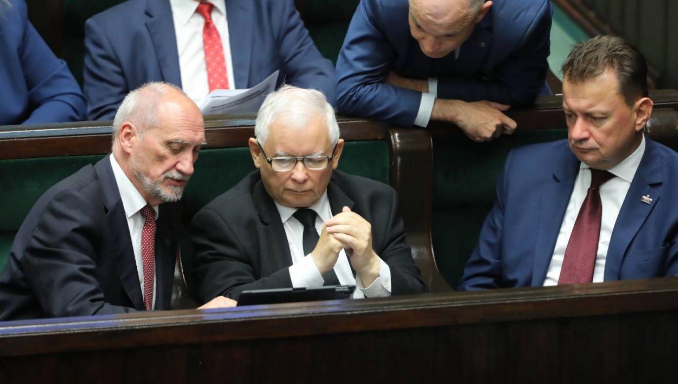 PiS pozostaje liderem (fot.PAP/Wojciech Olkuśnik)