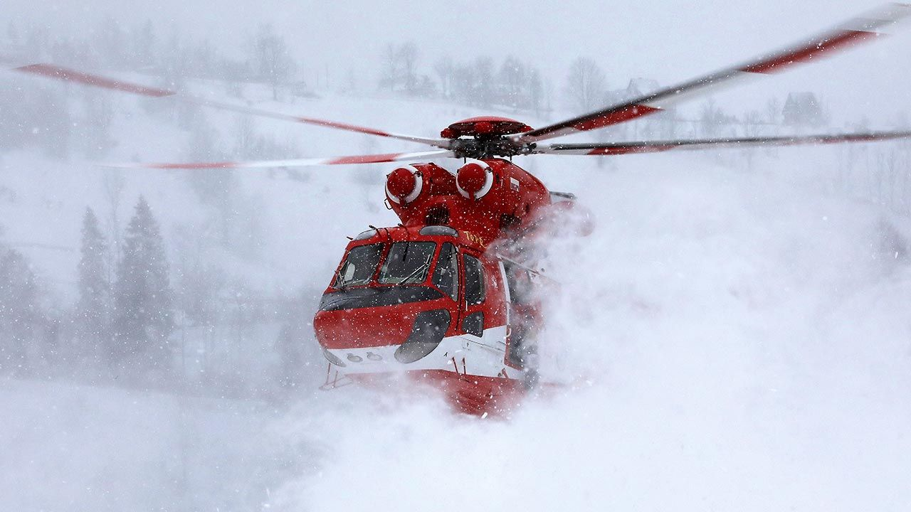 Ratownicy górscy ostrzegają przed lawinami (fot. PAP/Grzegorz Momot)