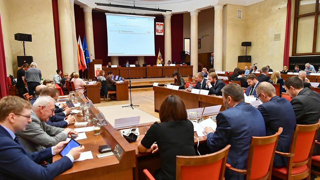 Rada Miasta decyduje, czy nadać imię Lecha Kaczyńskiego jednej z warszawskich ulic (fot.  PAP/Piotr Nowak)