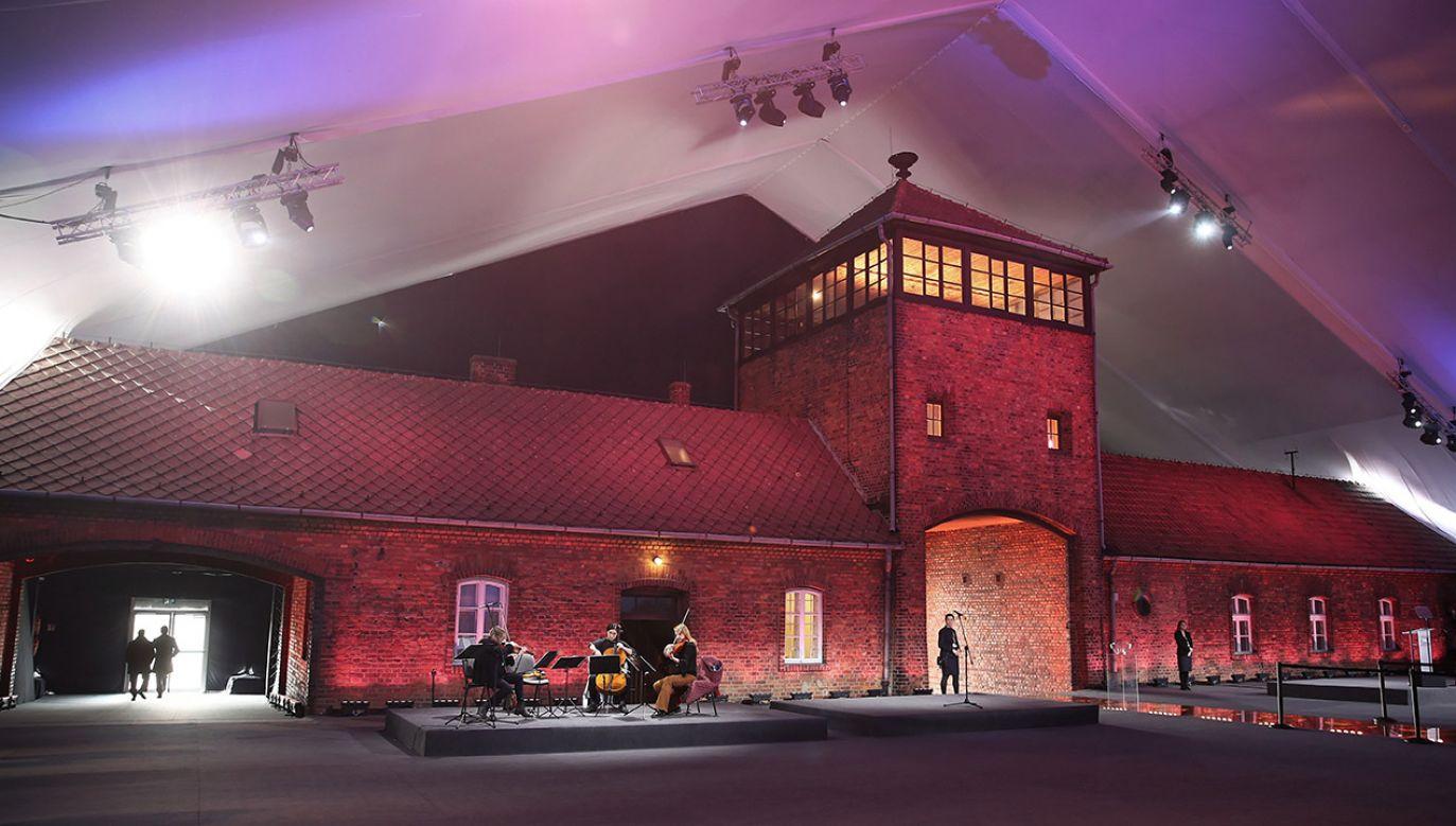 Turski, od 1945 r., działacz PPR i PZPR, wygłosił podczas wystąpienia w Auschwitz tezy, które odebrano jako krytykę rządu (fot. PAP/Łukasz Gągulski)