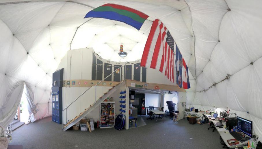 Tak wygląda wnętrze bazy (fot.  Zak Wilson, HI-SEAS, University of Hawaii)