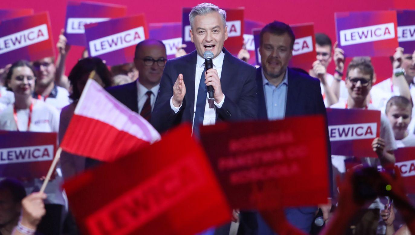 Zaraza nienawiści opanowała niektórych polityków i księży. Lewica będzie zarażać miłością – obiecuje Robert Biedroń (fot. PAP/Leszek Szymański)